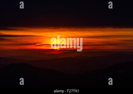 Beautiful sunset over mountains layers in Umbria (Italy). - Stock Image