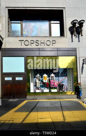 London, England, UK. Topshop in Oxford Street - Stock Image