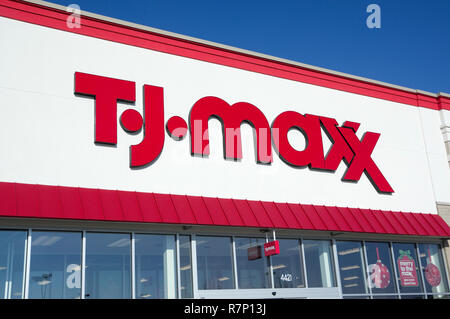 T J Maxx logo sign on store front - Stock Image
