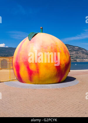 Gaint peach lakeside beach concession stand at Rotary Park, Penticton in the Okanagan district of BC, Canada - Stock Image