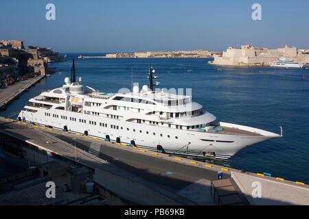 The passenger ship Dream (IMO 9005871) in Malta's Grand Harbour - Stock Image