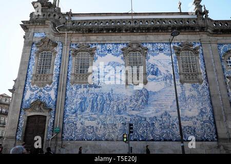 View of blue azulejos tiles on wall of Igreja do Carmo near Praça de Carlos Alberto in the Portuguese city of Porto Portugal Europe KATHY DEWITT - Stock Image
