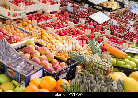 Fresh organic fruit and vegtables on a market stall. - Stock Image