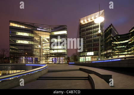 England, London. Office Buildings at London City Hall on the River Thames. - Stock Image