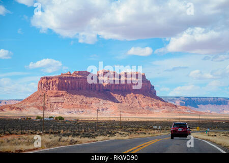 View down the highway towards Eagle Mesa in Monument Valley. - Stock Image