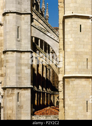 Leon, Castile and Leon, Spain. Saint Mary's Cathedral.13th-14th century. Gothic style. Its design is atributed to the Master Enrique. Architectural detail. Flying buttres. - Stock Image