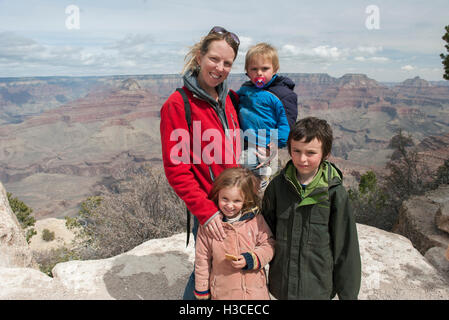 Mother and children at the Grand Canyon in Arizona, USA - Stock Image