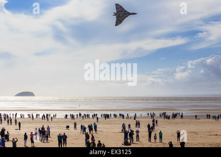 The last flying RAF Avro Vulcan XH558, performs aerobatic display at Weston super Mare during its final flying season. - Stock Image