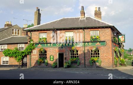 Queens Head Pub, High Street, Amersham, Buckinghamshire, UK - Stock Image