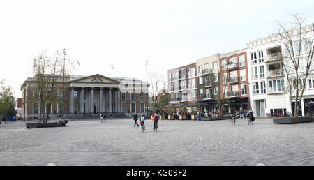 Central Zaailand square in Leeuwarden, Friesland, The Netherlands with 19th century court of Justice (Gerechtshof - Stock Image