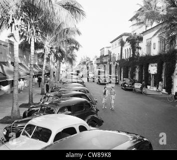 Looking westward on Worth Avenue in Palm Beach, Florida, where the smart shops patronized by socialites are located, - Stock Image