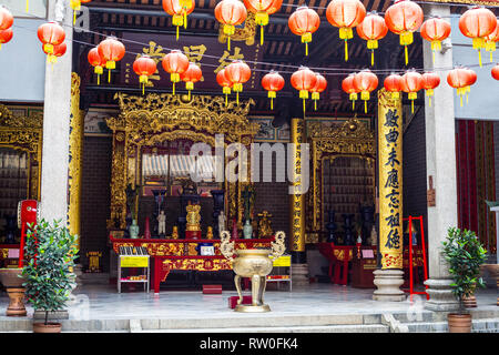 Red Lanterns and Altar in Chan See Shue Yuen Chinese Clan House, Kuala Lumpur, Malaysia. - Stock Image