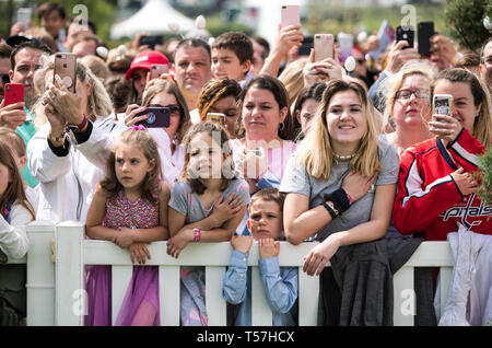 Washington, United States Of America. 22nd Apr, 2019. Crowds wait for the start of the White House Easter Egg Roll at the White House in Washington, DC on April 22, 2019. Credit: Kevin Dietsch/Pool via CNP | usage worldwide Credit: dpa/Alamy Live News - Stock Image