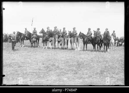 61 Narcyz Witczak-Witaczyński - Manewry 1 Pułku Strzelców Konnych - pobyt w Kutnie (Święto Żołnierza) (107-682-6) - Stock Image