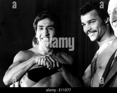 Britain's JOHN CONTEH (R) and JORGE AHUMADA of Argentina, shake hands at weigh in Oct 1, 1974; London, Wembley. - Stock Image
