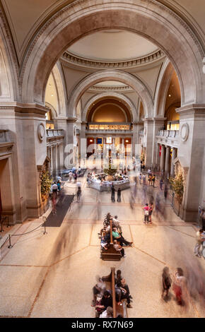 Visitors to The MET in the Great Hall, The Metropolitan Museum of Art, Manhattan, New York USA - Stock Image