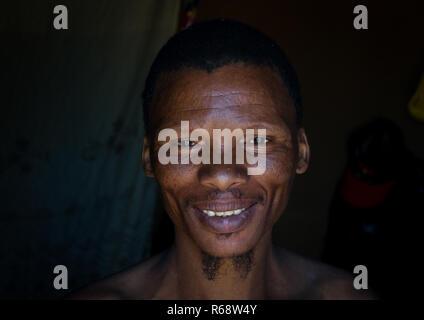 Bushman tribe (San) man portrait, Huila Province, Chibia, Angola - Stock Image
