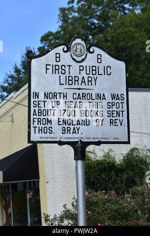 A Historic Marker showing the location of the First Public Library in North Carolina. - Stock Image