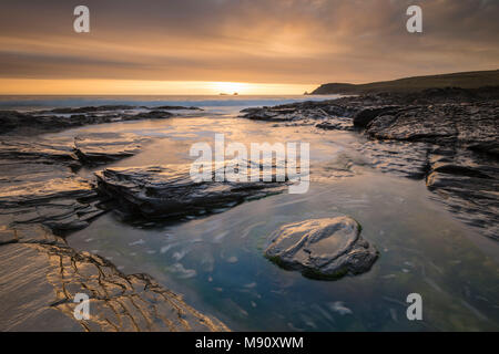 Spectacular golden sunset above the rocky shores of Booby's Bay near Trevose Head, Cornwall, England. Summer (August) 2017. - Stock Image