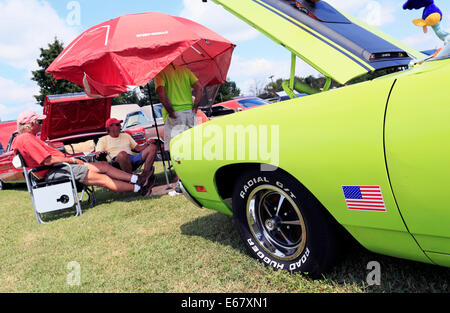 Classic American car show in Salisbury, North Carolina. Lime green Plymouth Road Runner in the foreground. - Stock Image