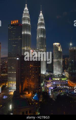 Petronas Towers at twilight, Kuala Lumpur MY - Stock Image