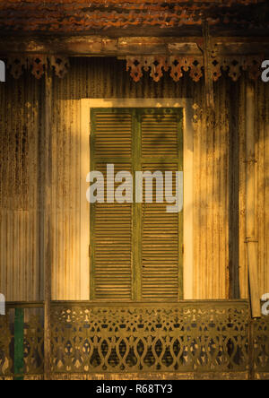 Window and balcony of an old colonial house, Benguela Province, Benguela, Angola - Stock Image