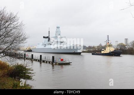 Braehead, Glasgow, UK. 22nd Mar, 2019. UK. Europe. Royal Navy ship HMS Defender returned to the place of its birth ahead of Sundays ticketed event permitting people the chance to go on board for a guided tour. All tickets were snapped up within a few hours to the disappointment of many. Credit: Douglas Carr/Alamy Live News - Stock Image