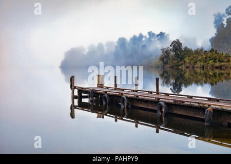 Jetty at Lake Mapourika, West Coast, New Zealand, on a foggy morning. - Stock Image