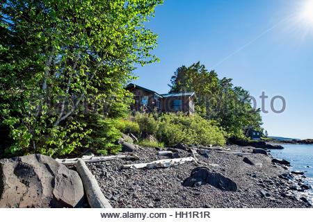 Cabins by the north shore of Lake Superior near Grand Marais, Minnesota - Stock Image