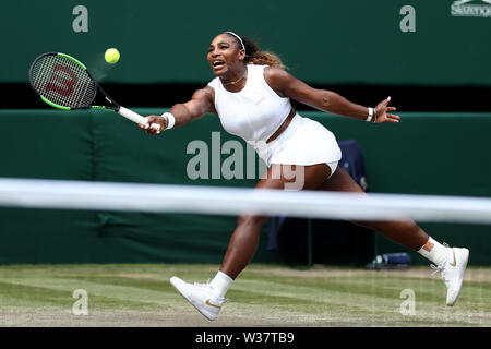 London, UK. 13th July, 2019.London, UK. 13th July, 2019.London, UK.  The All England Lawn Tennis and Croquet Club, Wimbledon, England, Wimbledon Tennis Tournament, Day 12; Serena Williams (USA) stretches to return Simona Halep (ROM) serve Credit: Action Plus Sports Images/Alamy Live News Credit: Action Plus Sports Images/Alamy Live News - Stock Image