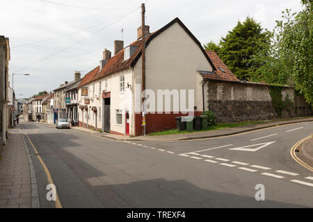 Kings Head public house with view of  White Hart Street, Thetford, Norfolk. unsharpened - Stock Image