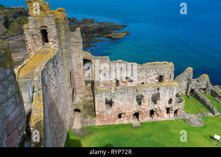 The Curtain Wall, Douglas Tower and Great Hall from the Mid Tower, Tantallon Castle.  Near North Berwick, East Lothian, Scotland, UK - Stock Image