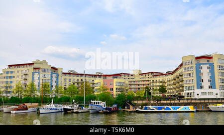 Looking across Bristol floating harbour with boats to modern purpose built apartment building, The Crescent. - Stock Image