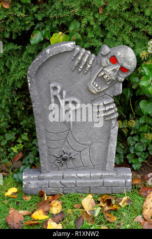 Ghoul and gravestone Halloween decoration in a garden - Stock Image