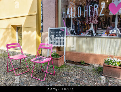 Display window & amusing sign of shop in Mitte-Berlin, Germany - Stock Image