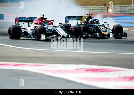 Marseille, France. 21st Jun 2019. FIA Formula 1 Grand Prix of France, practise sessions; (L) Antonio Giovinazzi of the Alfa Romeo Team fight for track position with (R) Kevin Magnussen of the Haas Team during the free practice 2 Credit: Action Plus Sports Images/Alamy Live News - Stock Image