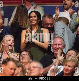 Prince Harry, Duke of Sussex and Meghan, Duchess of Sussex at The Invictus Games closing ceremony in Sydney tonight on October 27, 2018 in Sydney, Australia. - Stock Image