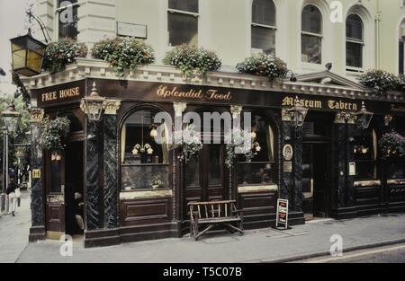Museum Tavern, Holborn, London, England, UK. Circa 1980's - Stock Image