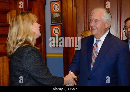 U.S. Secretary of State Rex Tillerson thanks U.S. Embassy and Consulate colleagues and families in Sydney, Australia, - Stock Image