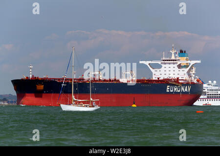 Chemical,Southampton,services,port,towing,Tanker,Oil,Refinery,Fawley,The Solent,fossil,global,change,warming,tow,assistance,Tug,fuel,petrol,state,flag - Stock Image