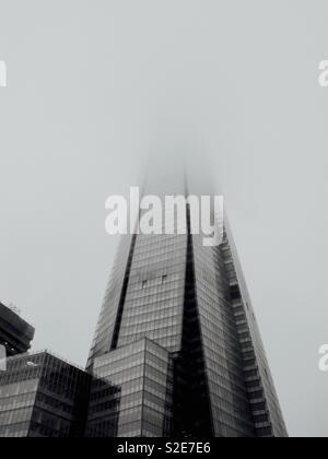 The shard shrouded in fog - Stock Image