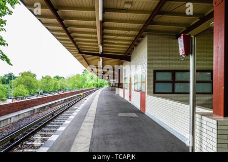 U-Bahn Ruhleben underground railway station is the western terminus of the U 2 line in Westend district, Berlin. Platform & railtracks The elevated st - Stock Image