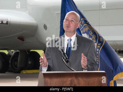 Nebraska Gov. Pete Ricketts provides remarks August 28, 2018 inside an aircraft hangar at Offutt AFB, Nebraska during an event celebrating a more than $1 million investment by the U.S. Department of Defense to STEM education in the Bellevue Public Schools system, which is the nearest community to Offutt AFB. The award is part of the National Math and Science Initiative that promotes STEM education in more than 200 U.S. schools that have significant enrollment among military-connected students. (U.S. Air Force photo by Delanie Stafford) - Stock Image