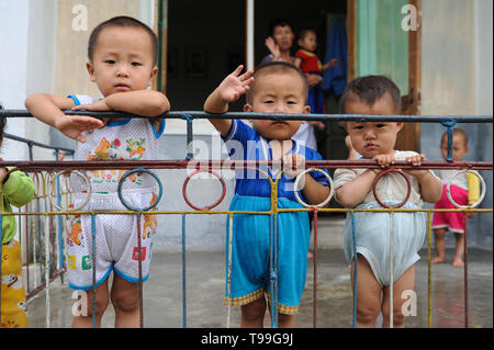 12.08.2012, Wonsan, Kangwon, North Korea - North Korean worker children wave from the terrace of a crche in the agricultural cooperative Chonsam near - Stock Image