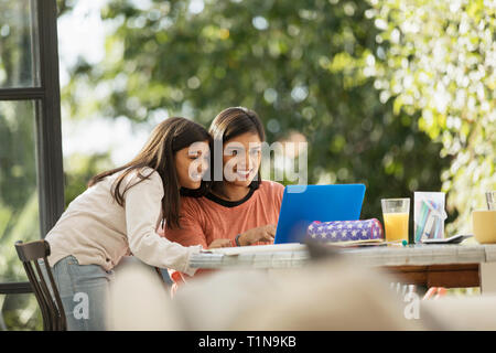 Mother and daughter using laptop - Stock Image