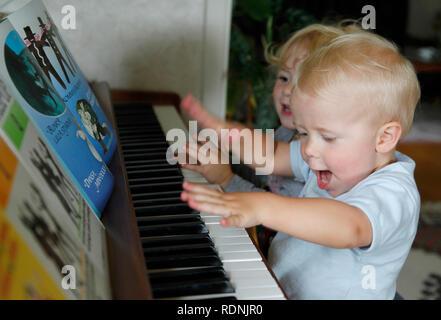 Children playing piano - Stock Image