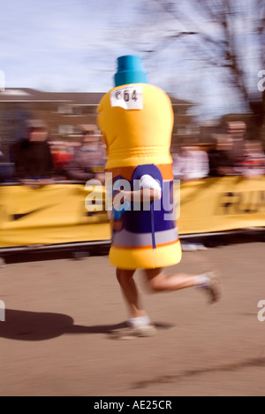 PICTURE CREDIT DOUG BLANE Runner running as a bottle of high energy drink in the Nike Milton Keynes half marathon - Stock Image