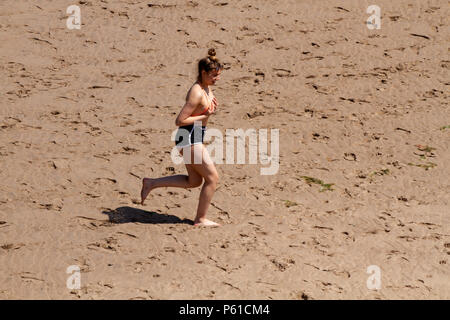 Dundee, Tayside, Scotland, UK. 28th June, 2018. UK weather: A young girl running on the sand enjoying the hot sunny weather at Broughty Ferry beach in Dundee with temperatures reaching 30º Celsius. Credits: Dundee Photographics / Alamy Live News - Stock Image