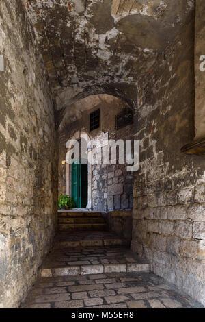 Medieval arched alleway, Sibenik, Croatia - Stock Image