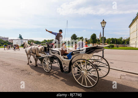Österreich, Wien, Hofburg, Heldenplatz, Fiaker, Fiakerfahrt, Pferde, Kutsche, Pferdekutsche - Stock Image
